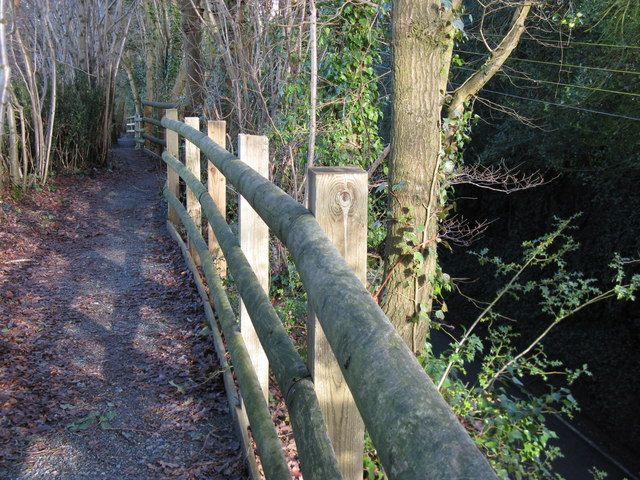 Safety fence on side of footpath high above the B 2139 at Abingworth