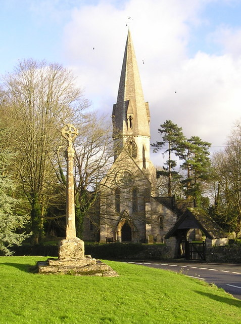 Leafield: Church and Cross