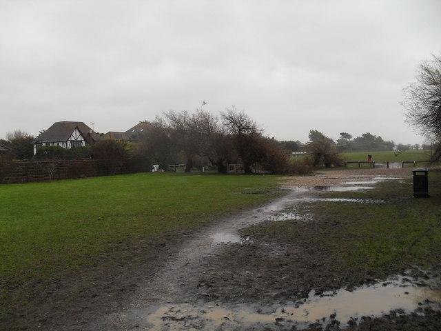 Muddy footpath heading for Sea Avenue