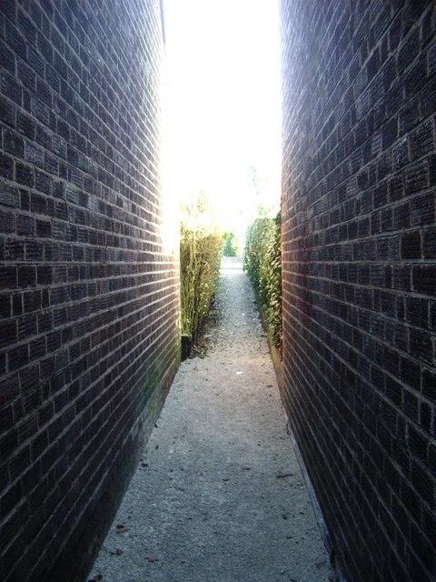 Narrow footpath, Eachelhurst Road