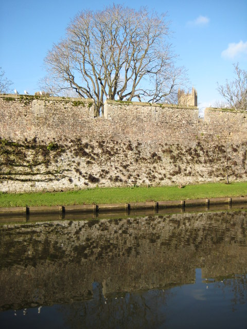 Wall to the Bishop's Palace, Wells