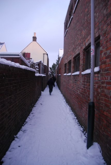 Footpath between the houses, Southborough