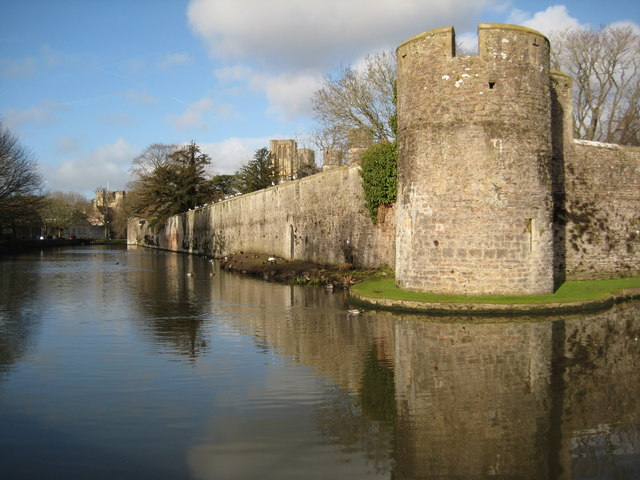 Moat and Bishop's Palace, Wells