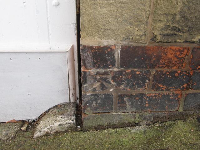 Bench mark on 10 Market Street, Ruthin