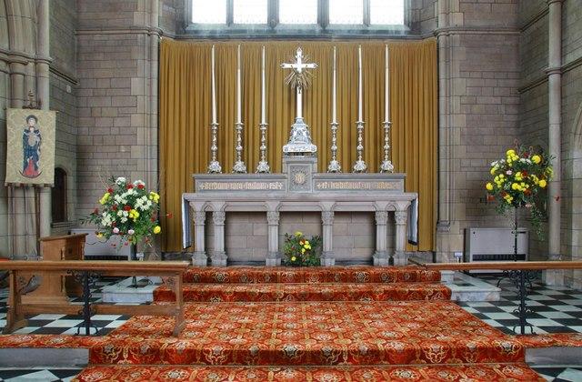 St Mary & All Saints, Potters Bar - Sanctuary