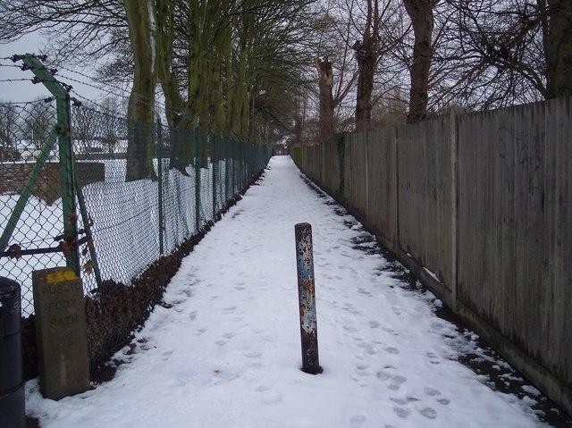 Footpath to Sally Port Gardens