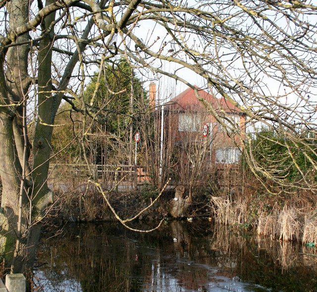 Rutland Road blocks the Grantham Canal