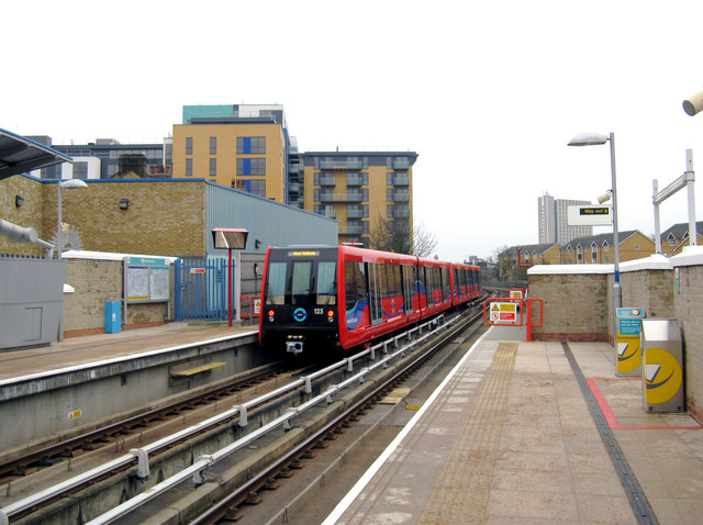 Elverson Road station, Docklands Light Railway