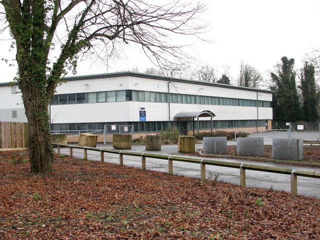 Warehouse and offices to let in Yarefield Park