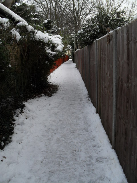 Footpath from Wade Court Road to Havant- mid section