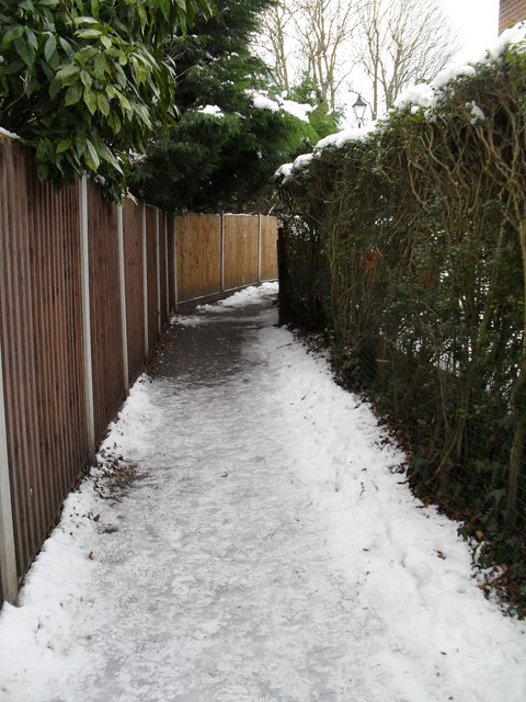Footpath from Wade Court Road to Havant- end section