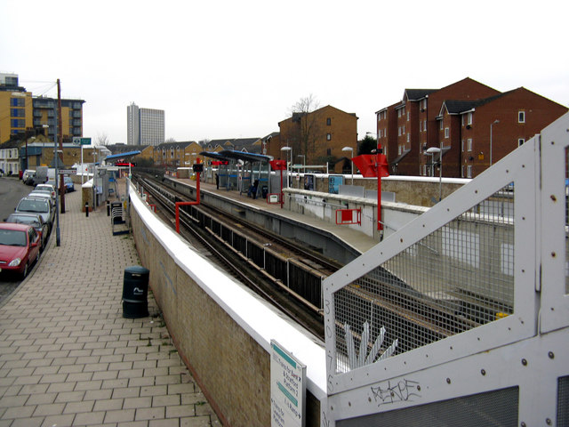 Elverson Road station, Docklands Light Railway