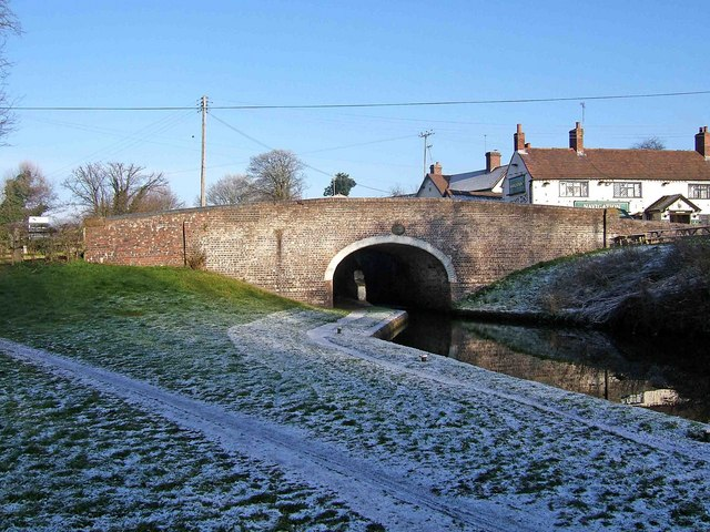 Canal bridge by Greensforge Lock