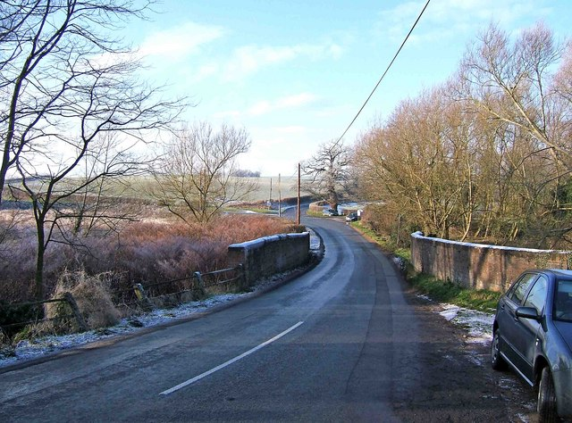 The road west from Greensforge Lock
