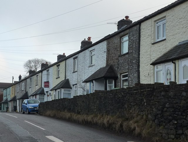 Row of cottages on Grinlow Road, Buxton