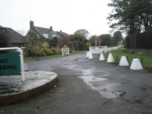 Turning circle at the junction of Pigeonhouse Lane and Botany Close