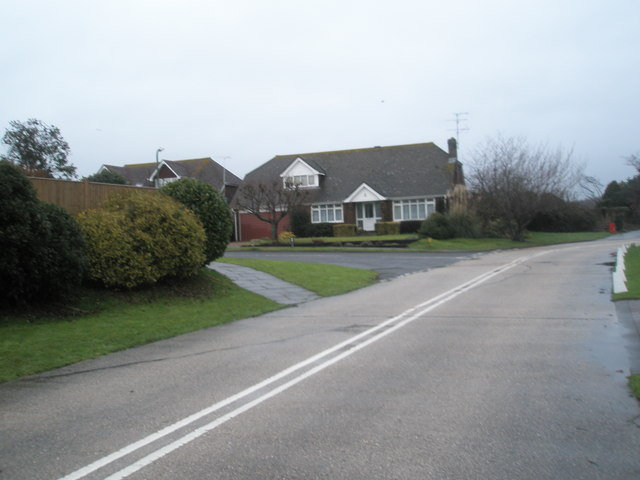Approaching the junction of  Pigeonhouse Lane and Jervis Avenue