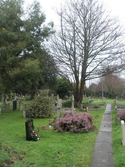 A very wet St Mary's Churchyard (3)
