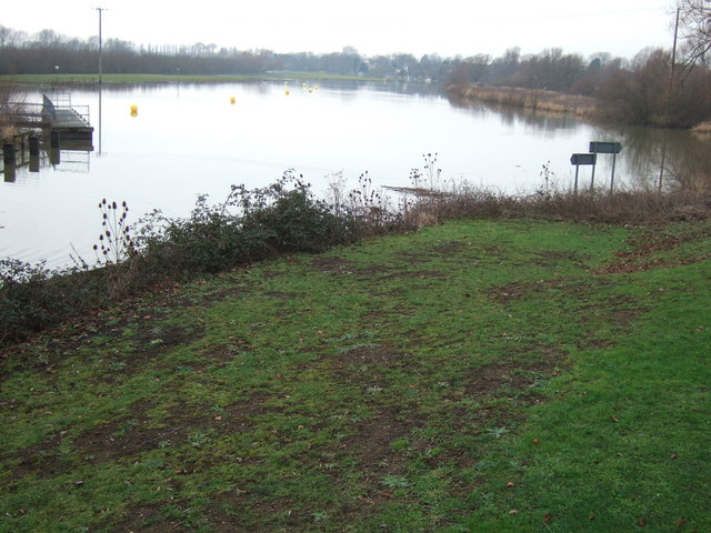 The river divides - Earith