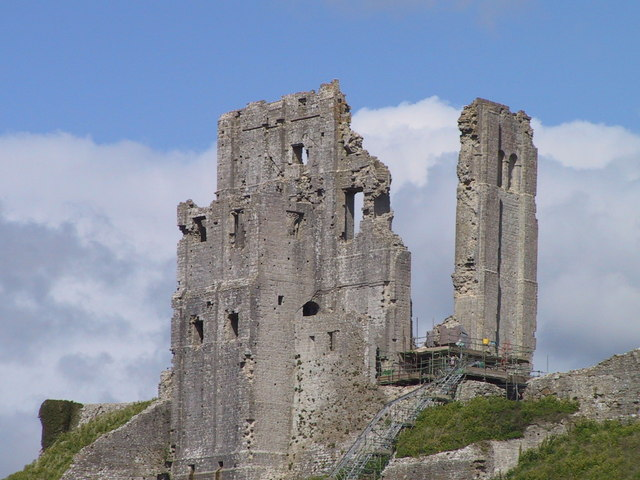 Ruined gatehouse, Corfe Castle