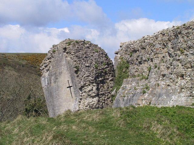 Leaning wall, Corfe Castle