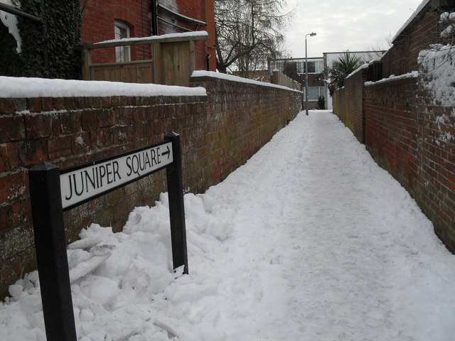 Cut through from Grove Road to Juniper Square