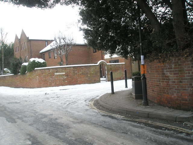 Approaching the junction of  The Parchment and a snowy South Street