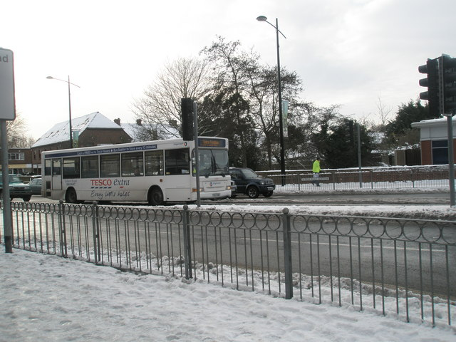 Tesco free bus in a snowy Park Road North