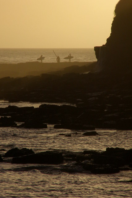 Surfers on the ledge, Broad Bench