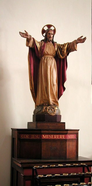 St Saviour, St George's Square, London SW1 - Statue