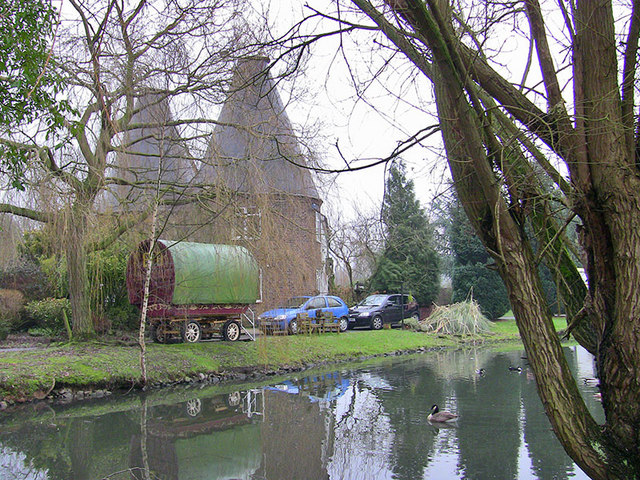 Romany Caravan and Oast House in Whetsted