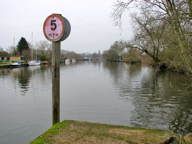 Speed restriction sign on the River Yare