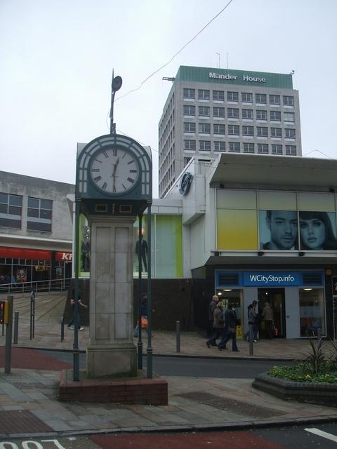 New clock in Victoria Street