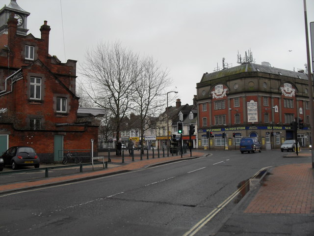 Approaching the crossroads of Station Road, Longford Road, Linden Road and Canada Grove (1)