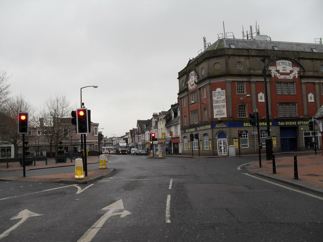 Approaching the crossroads of Station Road, Longford Road, Linden Road and Canada Grove (2)
