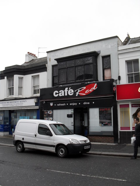 Café  Red in Station Road
