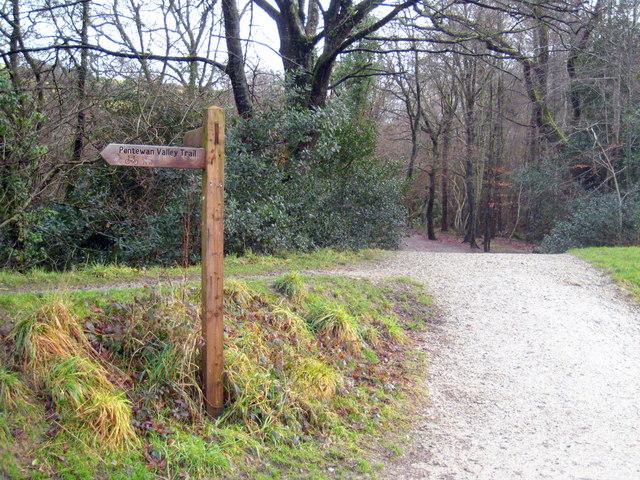 Finger post on the Pentewan Valley Trail