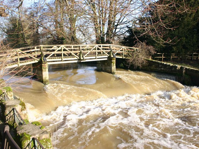 Footbridge over River Avon at Saxon Mill