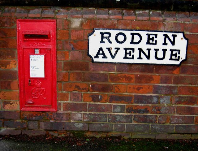 King George VI wall-mounted postbox, Roden Avenue