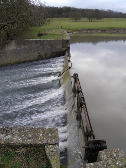 Lake edge and weir at Deene Park