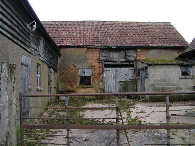 Barn and farm yard near Wimple