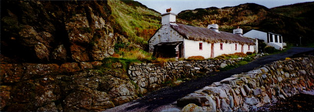 Niarbyl - Thatched cottage and cabin at Niarbyl Bay