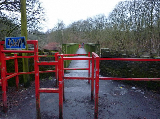 Footbridge at the end of Nuttall Hall Road