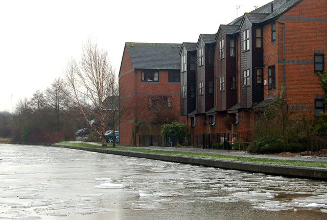 Ice on the Grand Union Canal