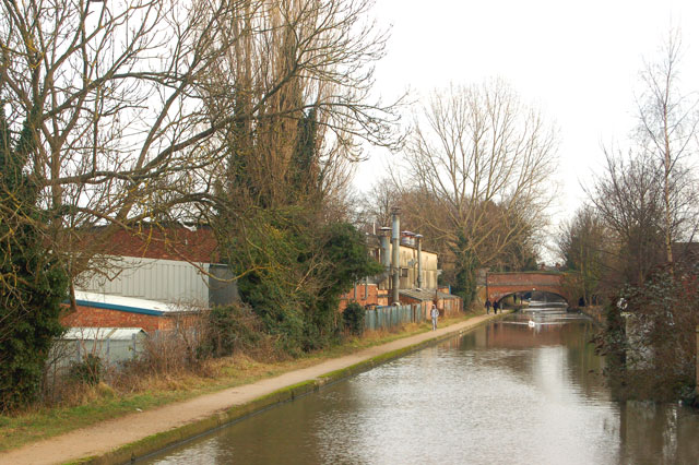 Looking east along the Grand Union Canal near Warwick