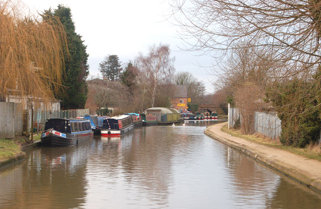 Looking west along the Grand Union Canal near Warwick