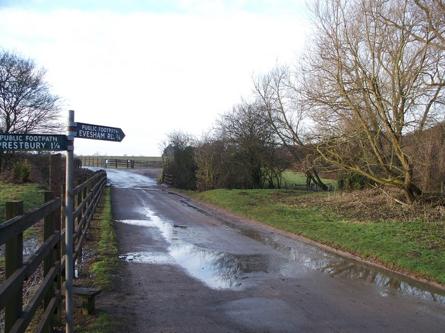 Footpath to the racecourse