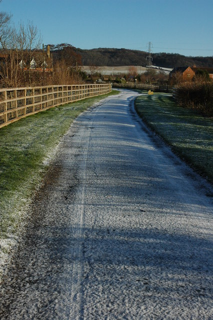 Frosty road to Little Washbourne Farm
