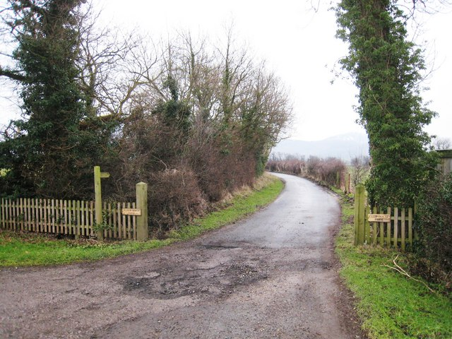 Track to Manor Farm and Cote House Farm