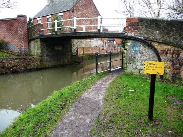 Warning to cyclists, Mill Lane bridge, Erewash Canal
